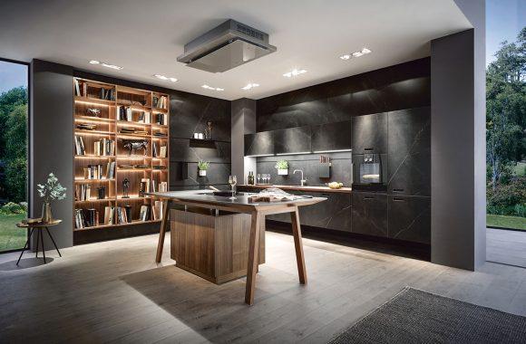 next125 offene Küche - Ceramic Marmor nero Nachbildung / Nussbaum natur