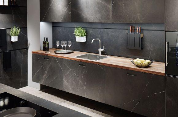 next125 Wandhängende Unterschränke mit marmorierter Oberfläche