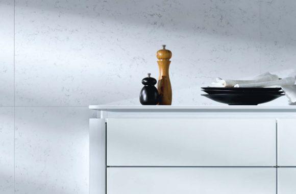 Quarzstein von Systemo besteht zu 93% aus natür-lichem Quarz und zu 7% aus Farbpigmenten und Bindemitteln.